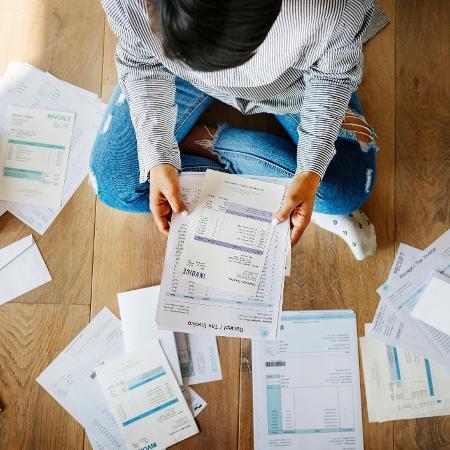Clientes reclamaram que receberam empréstimos não solicitados e tiveram valores descontados de benefícios do INSS - Getty Images/iStockphoto/Rawpixel