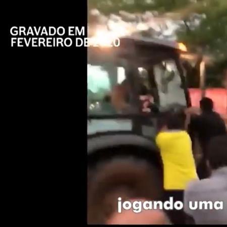 Propaganda do Capitão Wagner, candidato à Prefeitura de Fortaleza, usa imagem do senador Cid Gomes ao tentar invadir um batalhão da polícia com uma retroescavadeira  - Reprodução de TV