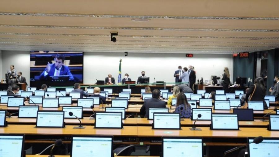 Parlamentares reunidos na Comissão de Orçamento nesta quarta - Gustavo Sales/Câmara dos Deputados