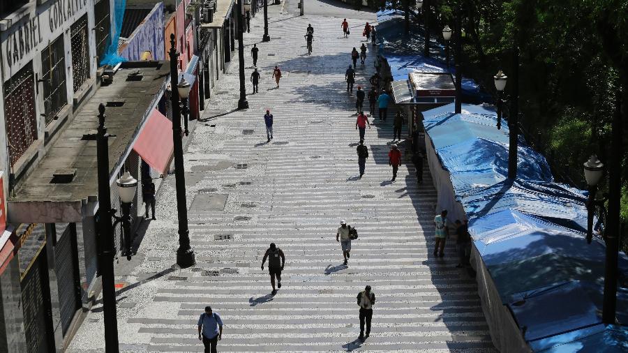 Arquivo - Comércio fechado no centro de São Paulo; Índice de Confiança do Empresário do Comércio caiu 6,4% de março para abril deste ano  - Nelson Antoine/Estadão Conteúdo