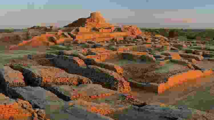 Após o advento da agricultura, os humanos começaram a viver em assentamentos grandes e complexos, como Mohenjo Daro, no Paquistão - Getty Images - Getty Images