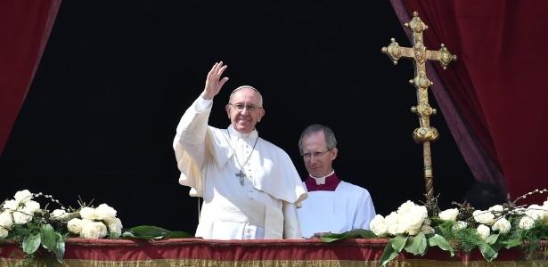Papa recebeu presente em encontro com figuras influentes da internet