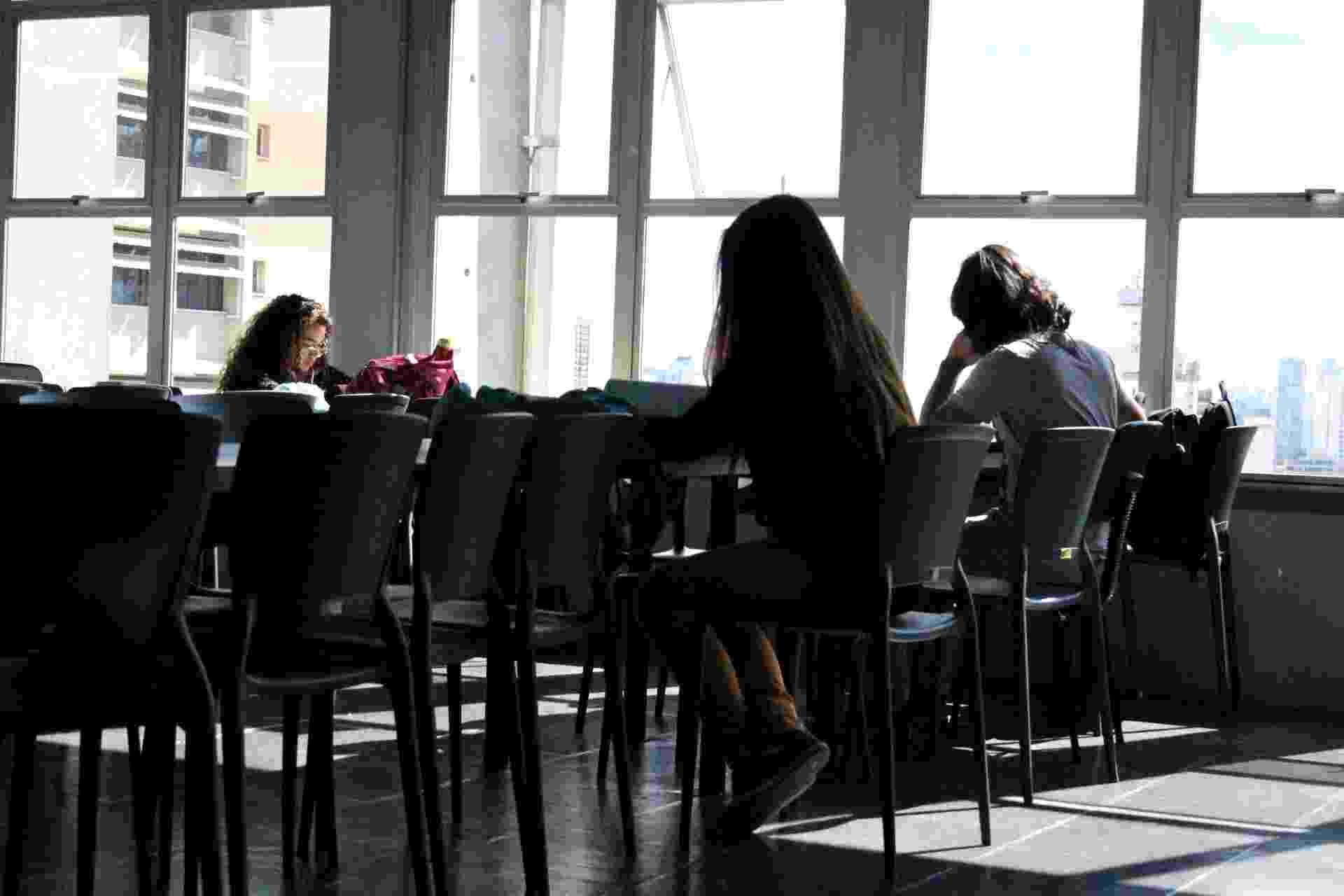 Alunos, jovens, estudantes, estudam, cursinho - Ana Carla Bermúdez/UOL
