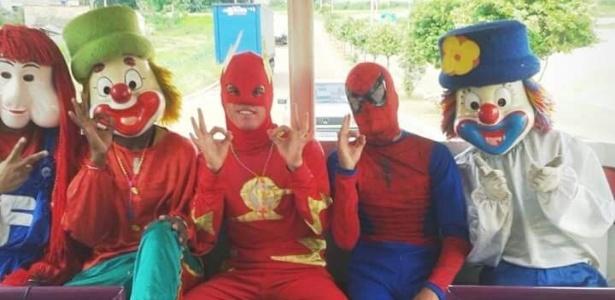 Flash e Homem Aranha, da Carreta da Alegria, ajudaram a salvar uma família em um incêndio