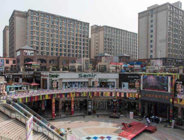 Dormitórios para trabalhadores da Foxconn, parceira da Apple, em Zhengzhou