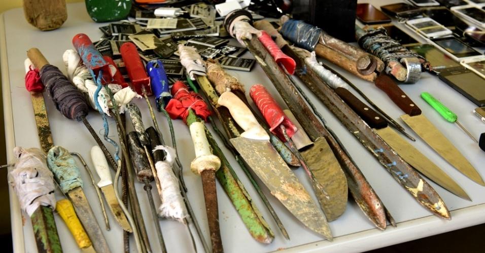 5.jan.2017 - Durante revista, foram apreendidas armas de fabricação artesanal na Unidade Prisional do Puraquequara, em Manaus