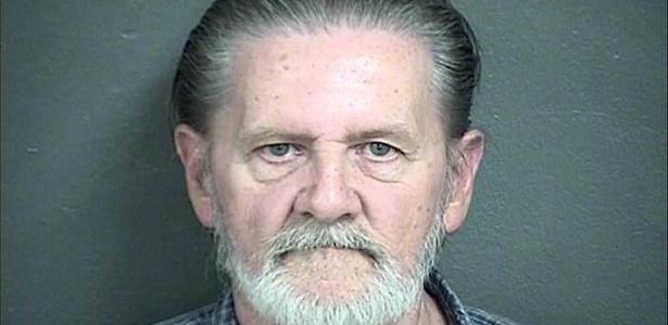 Lawrence Ripple pegou o dinheiro e ficou sentado até a chegada de um policial