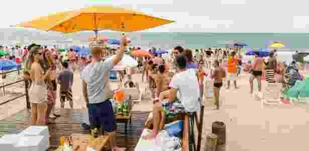 14.dez.2013 - Turistas em beach club de Jurerê Internacional, em Florianópolis - Caio Cezar/Folhapress