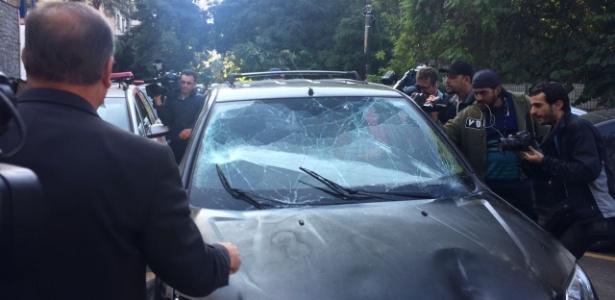 Motorista teve carro depredado durante fuga, que resultou em diversos atropelamentos
