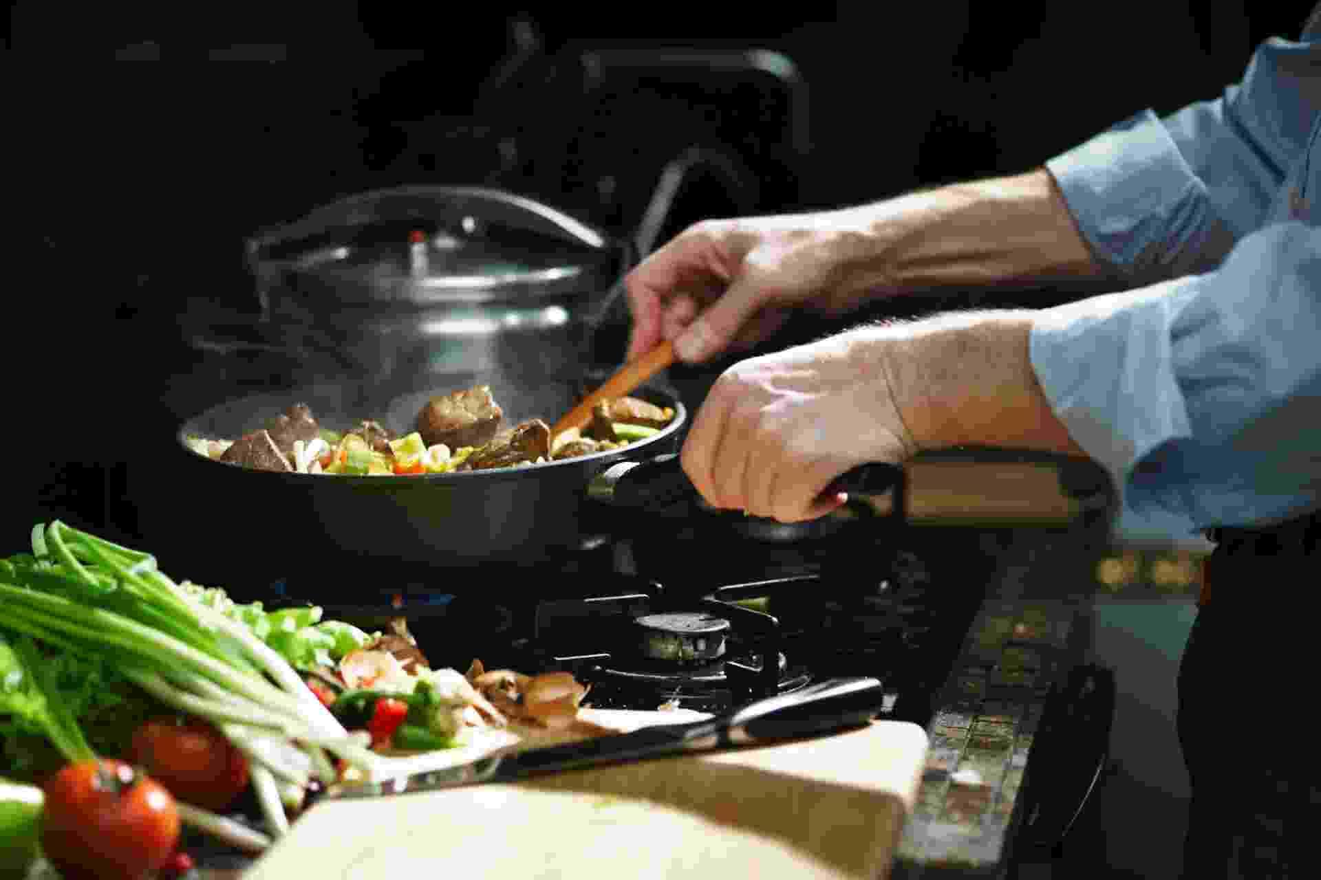 cozinha, cozinhando, chef, comida, refeição, almoço, jantar - undefined