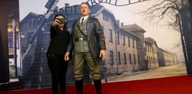 Fotos com a estátua de Adolf Hitler causaram revolta