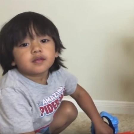 """Aos seis anos de idade, Ryan é um dos """"youtubers"""" com mais lucros em 2017 - Reprodução YouTube"""