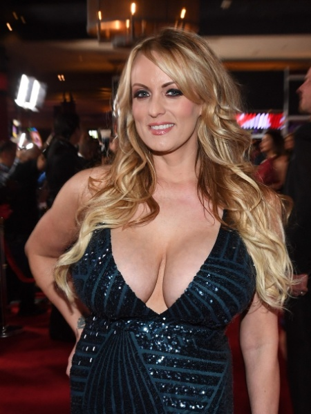 Stormy Daniels começou sua carreira como dançarina de striptease e depois virou atriz e diretora de filmes pornô - Ethan Miller/Getty Images/AFP