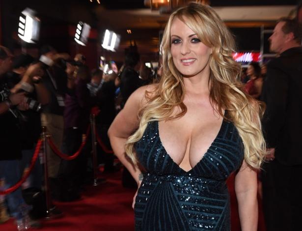 A atriz pornô americana Stephanie Clifford, conhecida como Stormy Daniels, que disse em 2011 ter tido um caso com Donald Trump e posteriormente negou a história