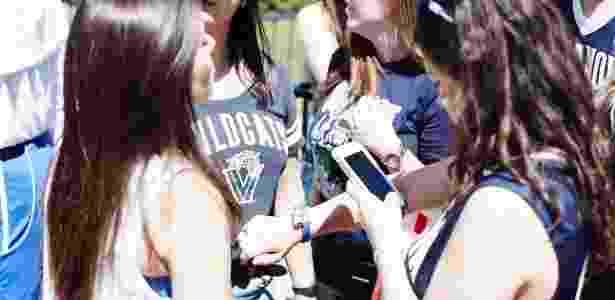 As pulseiras usadas pela Lightwave para monitorar a torcida da NCAA podem ser substituída por tatuagens temporárias num festival - ou pelo smartwatch que já vai estar no braço do espectador. - Divulgação