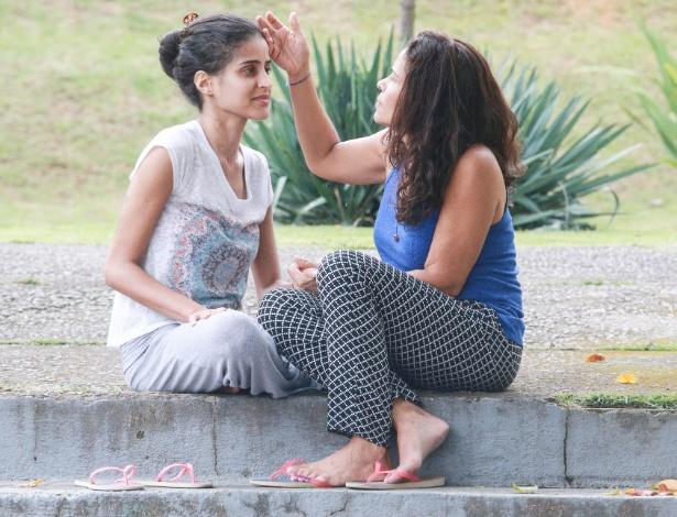 Rosália Santos (dir.) e sua filha Gabriela Santos da Silva, a primeira paciente com febre amarela do mundo a receber um transplante de fígado