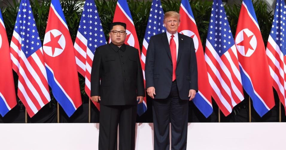 11.jun.2018 - Donald Trump e Kim Jong-un posam para foto durante encontro histórico após décadas de tensões provocadas pelas ambições nucleares de Pyongyang