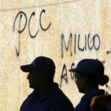 Pichação do PCC em casa do Tucuruvi, zona norte da capital paulista - 07.jul.2006 - L.C. Leite/Folhapress