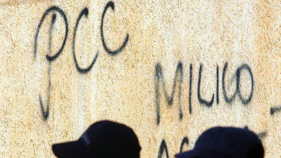 07.jul.2006 - Pichação do PCC em casa de PM no Tucuruci, zona norte da capital - L.C. Leite/Folhapress