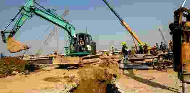 Estrutura foi apelidada de 'ponte da morte' pela mídia local, devido à morte de ao menos 18 trabalhadores durante a construção - Getty Images - Getty Images