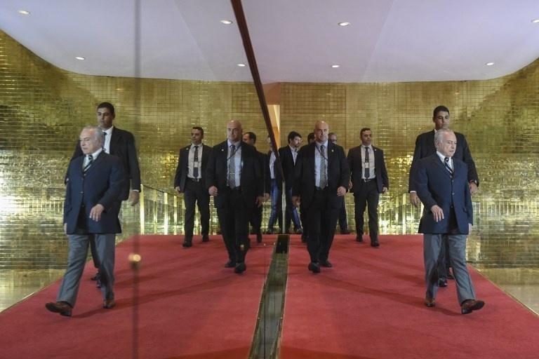 O presidente Michel Temer se prepara para pronunciamento oficial no Palácio da Alvorada, em Brasília