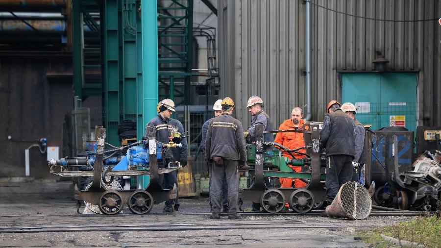 Treze mineiros morreram e 10 ficaram feridos em uma mina de carvão no leste da República Tcheca - Radek Mica/AFP