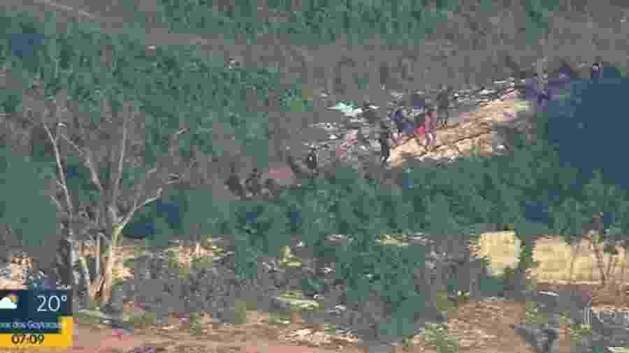 Imagem da Globo mostra fuga durante operação na Cidade de Deus   - Reprodução/TV Globo