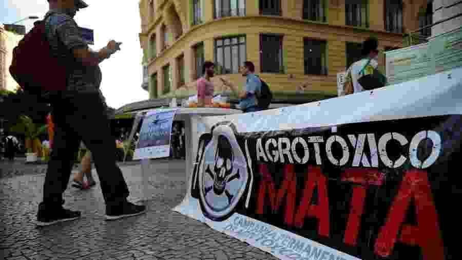 As manifestações contra o uso de agrotóxicos têm sido frequentes ao longo das últimas décadas; mas há quem considere impossível uma agricultura em larga escala sem os defensivos agrícolas - Fernando Frazão/Agência Brasil