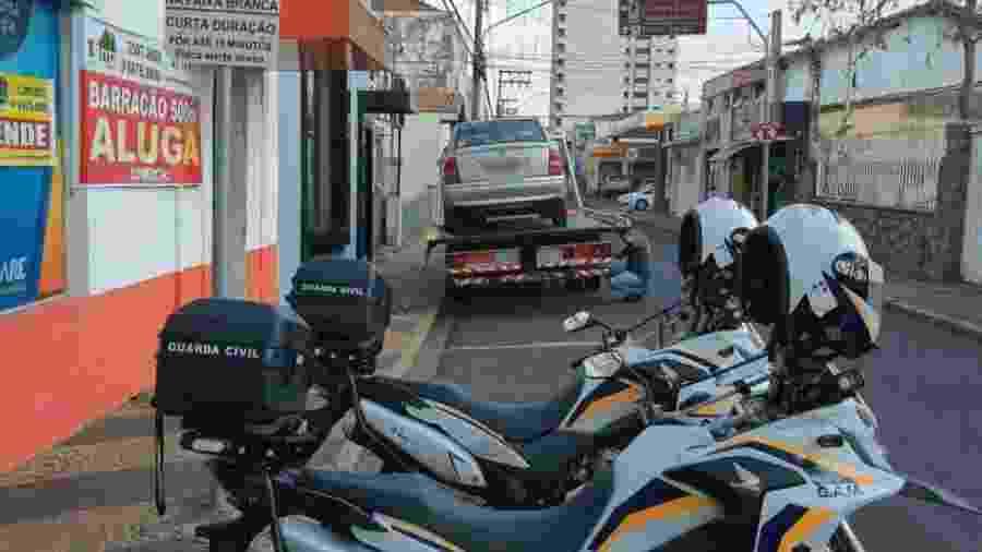Veículo foi localizado estacionado irregularmente em vaga destinada a parada rápida - Divulgação/Guarda Civil Rio Claro