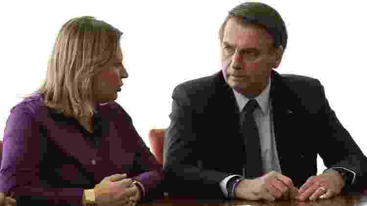 Em foto tirada em março, Bolsonaro aparece ao lado de Joice Hasselmann (PSL-SP), que foi destituída da liderança do PSL no Congresso - Divulgação/ Planalto