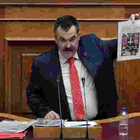 04.jun.2020 - Christos Pappas, número dois do partido neonazista Aurora Dourada - Louisa Gouliamaki/AFP