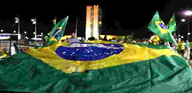 Manifestantes protestam em frente ao Congresso Nacional, em Brasília - 14.abr.2016 - Valter Campanato/Agência B/rasil