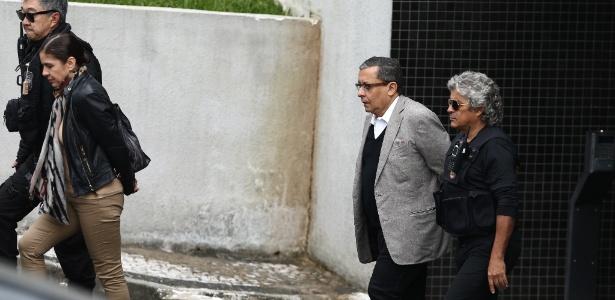 Mônica Moura e João Santana deixam a sede da Polícia Federal em Curitiba no mês de maio