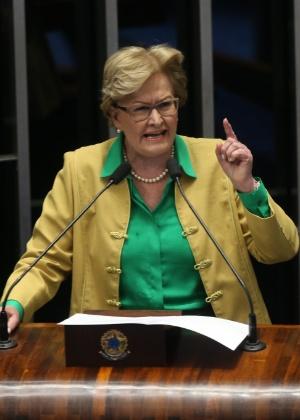 A senadora Ana Amélia (PP-RS) discursa no Senado Federal, em Brasília, dia da defesa da presidente afastada, Dilma Rousseff, no processo de impeachment
