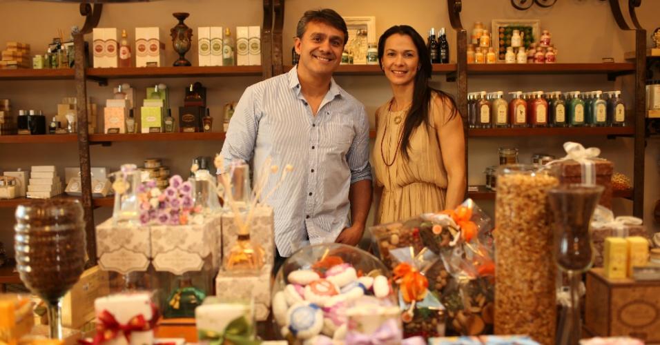 Os empresários Cesar Fáver e Mônica Burgos, donos da franquia Avatim