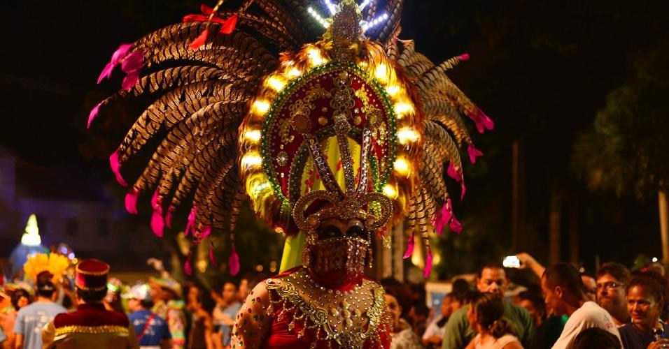 7.out.2016 - Artistas paraenses prestam homenagem a Nossa Senhora de Nazaré no 22º Auto do Círio, na noite de sexta-feira (7), em Belém (PA). A festa reúne uma multidão em cortejo pelas ruas da cidade velha