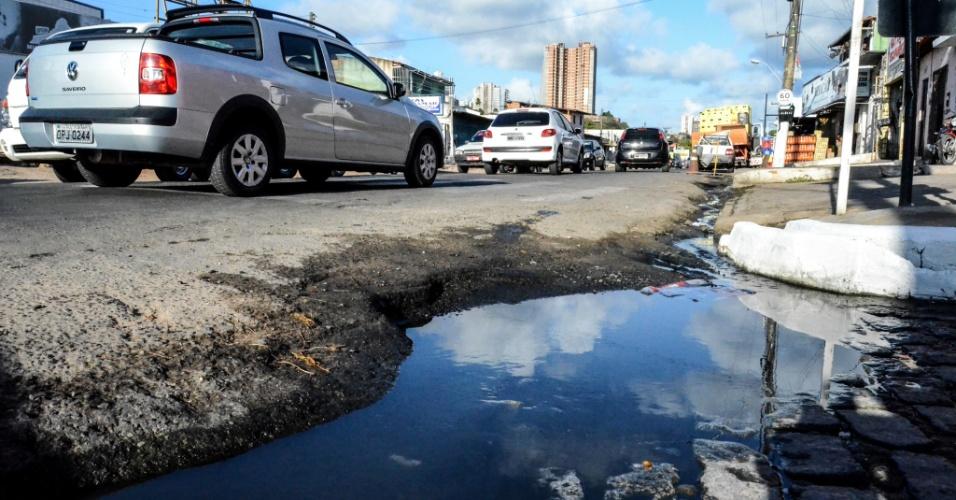 3.fev.2017 - Bairro da Levada, na periferia de Maceió, não possuí saneamento básico. Esgoto sem tratamento e água parada são vistos em todas as ruas