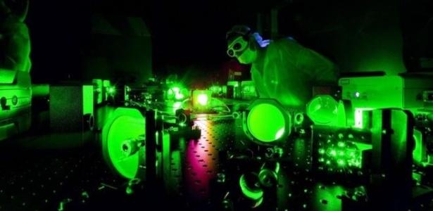Cientistas dispararam o laser sobre elétrons para avaliar a reação