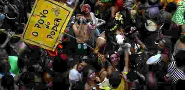 Saiba como se proteger durante a festa e evitar pegar conjuntivite, hepatite e outras doenças - Pilar Olivares/ Reuters
