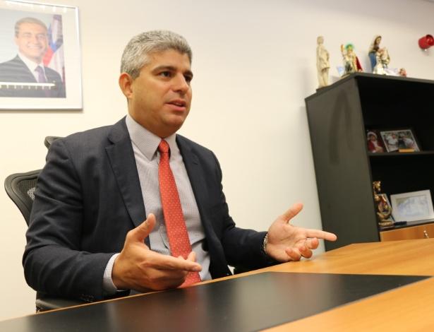 O secretário de Segurança Pública da Bahia, Maurício Teles Barbosa, em seu gabinete