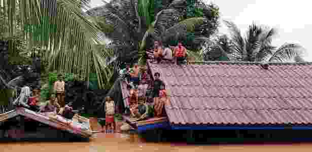 24.jul.18 - Vila no Laos inunda após rompimento de barreira - ABC Laos/Reuters - ABC Laos/Reuters
