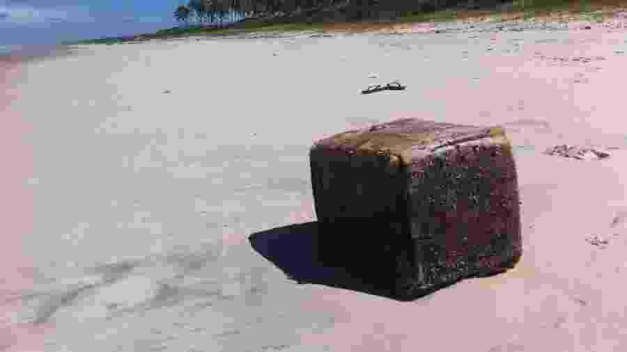 12.jun.2019 - Caixas misteriosas encalham em praias do Nordeste e causam acidentes - Divulgação/Instituto Biota de Conservação