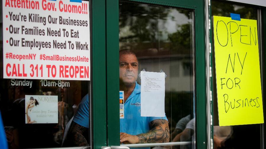 Diversos negócios ficaram fechados em função da pandemia - BRENDAN MCDERMID/REUTERS