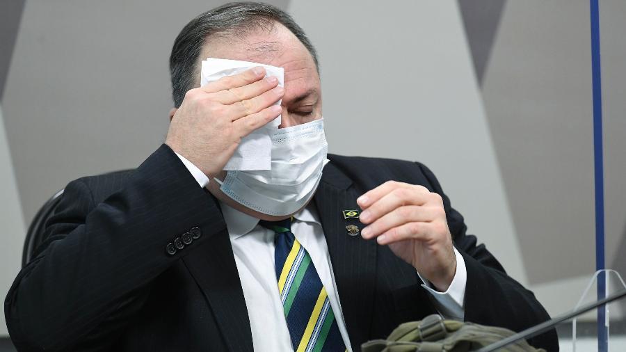 O general Eduardo Pazuello: Exército quer que ele peça para sair -