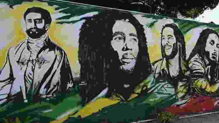 Cristão, Haile Selassie (à esquerda) negou que fosse imortal, mas continua sendo adorado pelos rastafáris - AFP - AFP