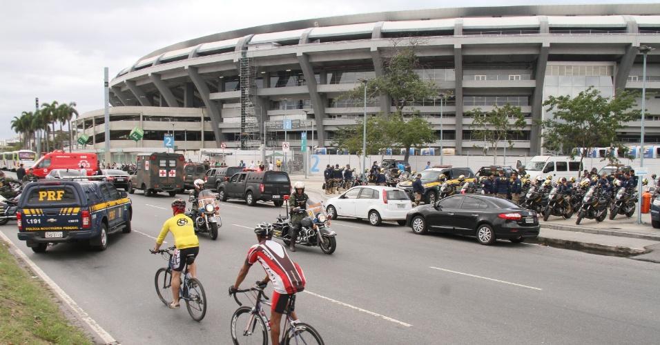 17.jul.2016 - Força Nacional realiza simulação antiterror no estádio do Maracanã na cidade do Rio de Janeiro, RJ, na manhã deste domingo (17)