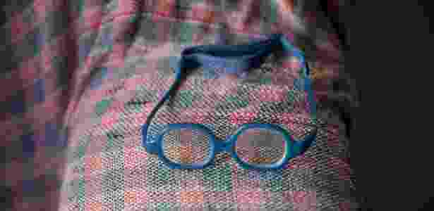 Óculos usado por bebê que nasceu com síndrome de zika - Adriana Zehbrauskas/The New York Times