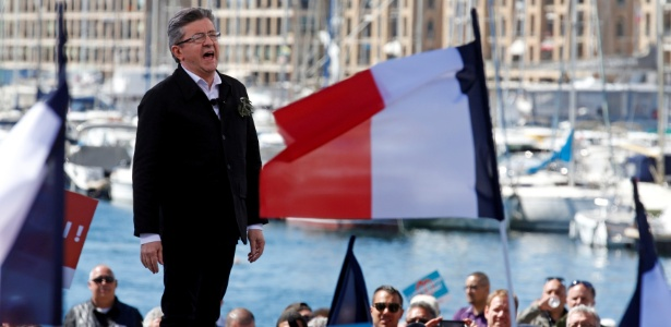 9.abr.2017 - Mélenchon discursa durante comício em Marselha