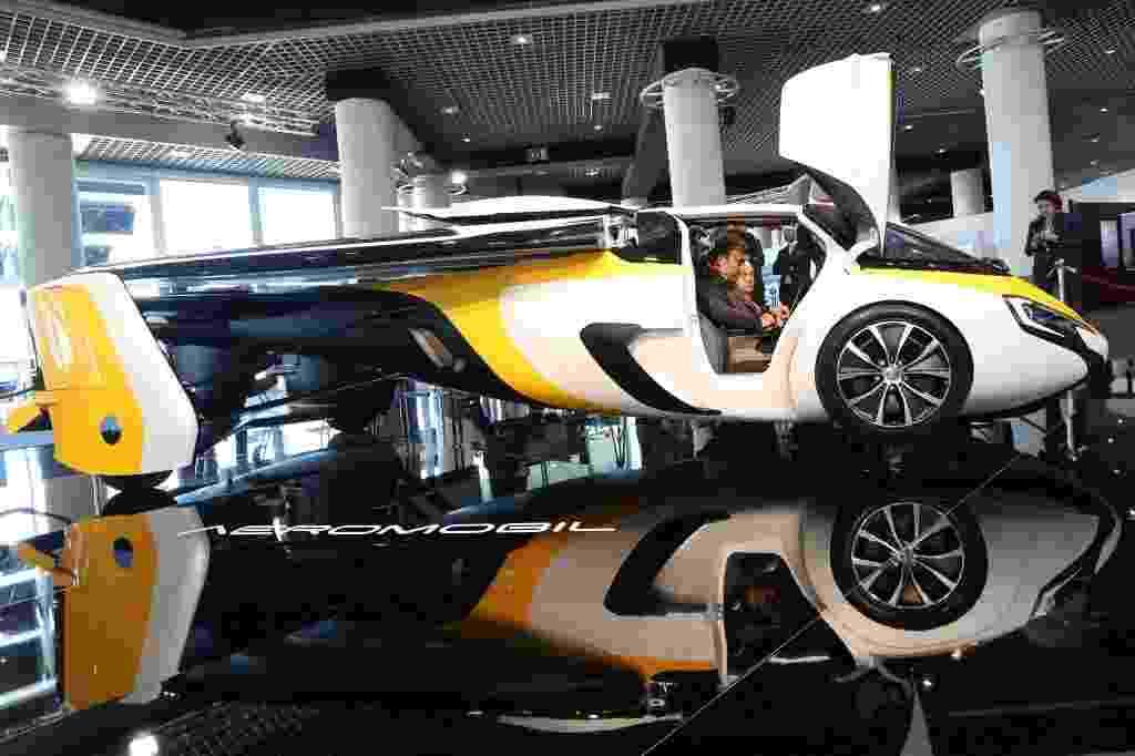 Carro voador da AeroMobil é apresentado na Itália - Valery Hache/AFP