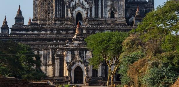 Templo Thatbyinnyu está entre os monumentos em restauração, em Bagan, Mianmar